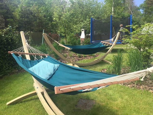 hamak trampolina grill w ogrodzie