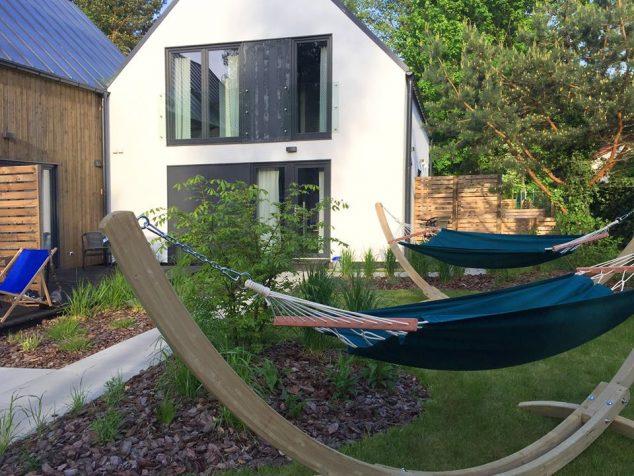 hamaki w ogrodzie domki w pobierowie